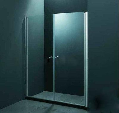 LP148, douche cabine/wand met schuifdeur en zwarte lage douchebak van ca. 140x190cm.