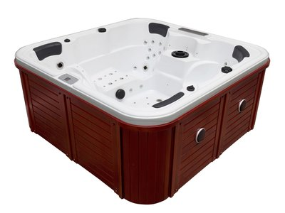 Outdoor spa, wit bad, donkere rode skirts, zwart cover 2 bed